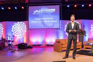 Premiere im vergangenen Jahr: Moderator Sven Lake möchte beim Tag des Anstoßes neue Akzente setzen. Foto: Gemeinde Wallenhorst / André Thöle