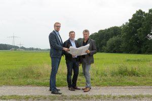 Es geht voran am Schwarzen See (v. l.): Markus Broxtermann, Guido Pott und Hubert Pohlmann. Foto: SPD Wallenhorst