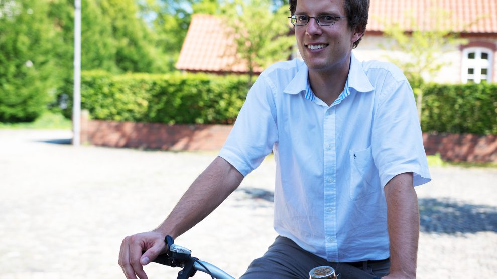 Klimaschutzmanager Stefan Sprenger möchte wissen, an welchen Stellen die Wallenhorster Radverkehrsinfrastruktur optimiert werden kann. Foto: Gemeinde Wallenhorst / André Thöle