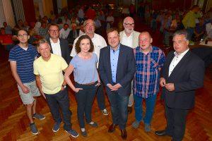 Diskutierten über die Wallenhorster Kommunalpolitik in den kommenden fünf Jahren (von links): Christian Nobis (Piraten), Alfons Börger (WWG), Dirk Hagen (CDW), NOZ-Redakteurin Sandra Dorn, Manfred Hörnschemeyer (FDP), Guido Pott (SPD), Arnulf Nüßlein (Grüne), Michael Riemann (Linke) und Clemens Lammerskitten (CDU). Foto: Kurt Flegel / Kolpingsfamilie Hollage