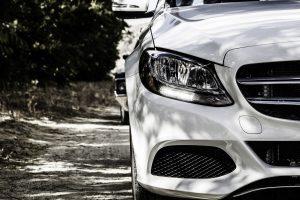 Scheinwerfer an einem Mercedes. © Symbolfoto: Pixabay / jaygeorge