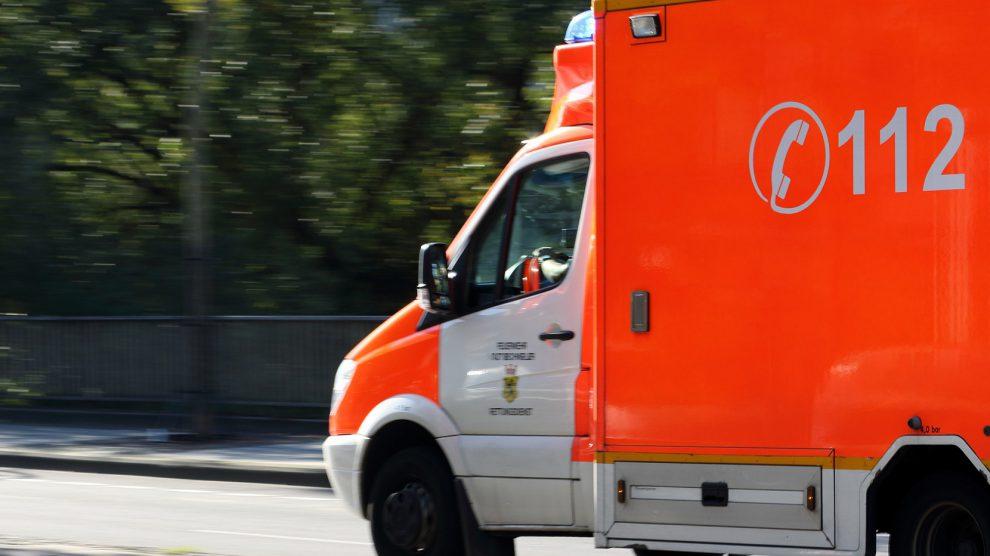 Im Einsatz war auch ein Rettungswagen. Symbolfoto: Pixabay / Golda