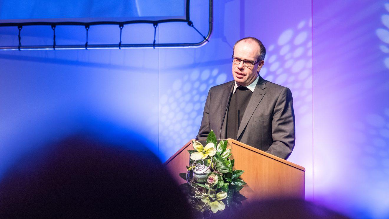 Weihbischof Johannes Wübbe bereicherte den Tag des Anstoßes mit einem Grußwort. Foto: Gemeinde Wallenhorst / Thomas Remme