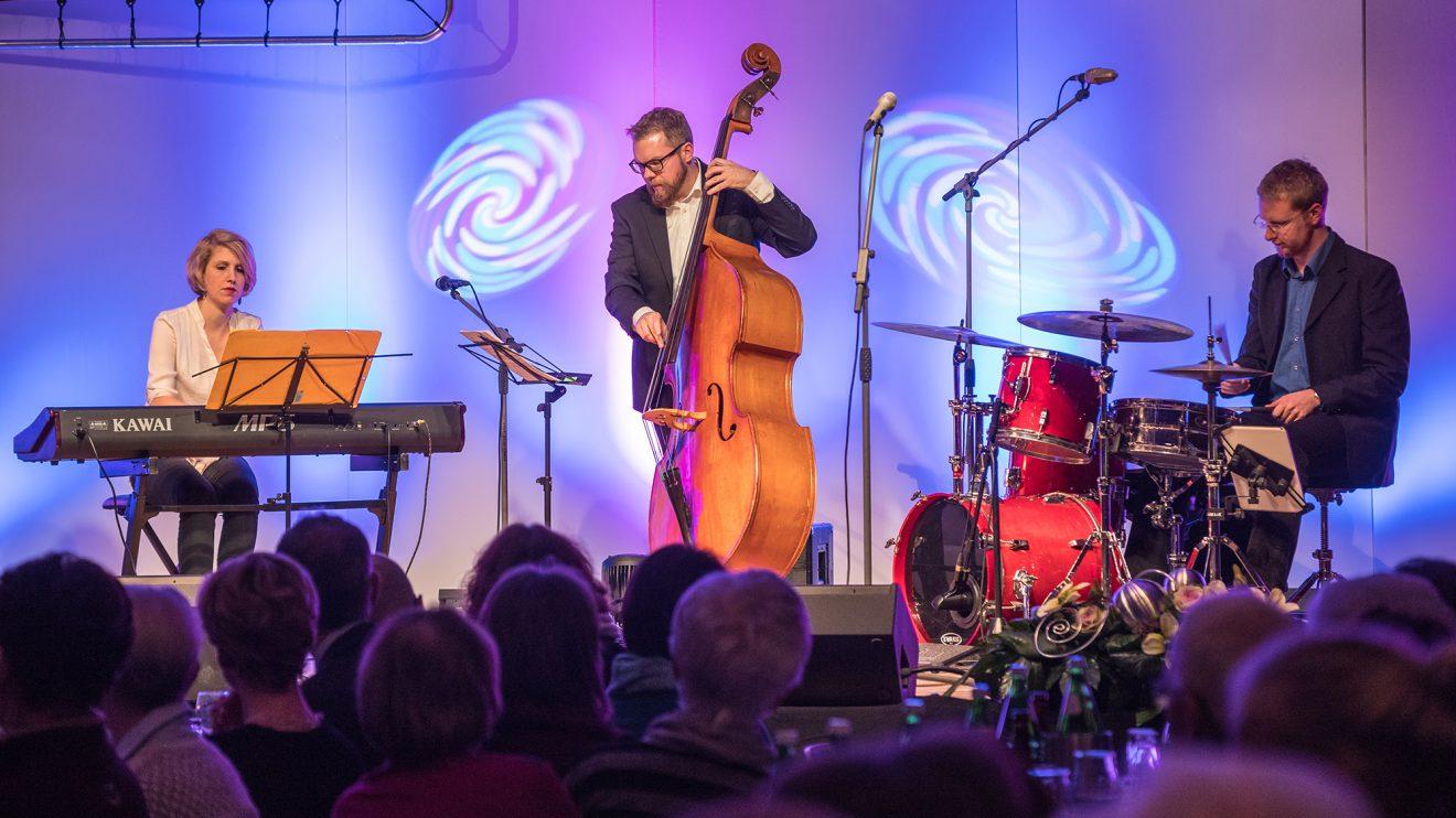 """Das Wiebke Schröder Trio unterhielt mit Jazzstandards aus dem """"Real Book"""". Foto: Gemeinde Wallenhorst / Thomas Remme"""