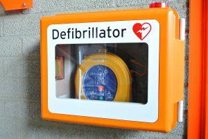 """Ein lebensrettender Defibrillator (""""Defi""""), auch automatisierter externer Defibrillator genannt (AED). Foto: Pixabay / yourschantz"""