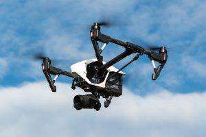 Eine Drohne in der Luft. Symbolfoto: Pixabay / Powie