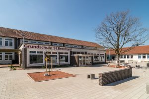 Die Anmeldungen für das Schuljahr 2018/2019 nehmen die Wallenhorster Grundschulen – hier die St.-Bernhard-Schule – am 27. und 28. April entgegen. Foto: Gemeinde Wallenhorst / Thomas Remme