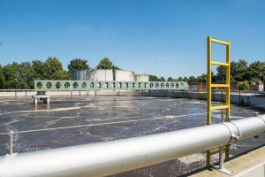 Im Klärwerk wird das Abwasser gereinigt; hier das Belebungsbecken der Kläranlage Barlager Esch. Foto: Gemeinde Wallenhorst / Thomas Remme