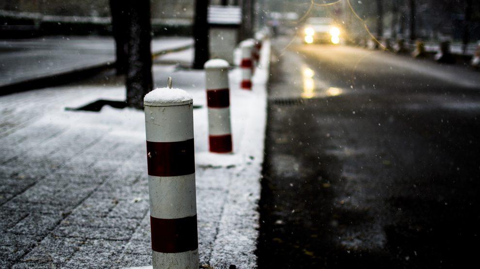 Schnee auf dem Gehweg. Symbolfoto: Pixabay / Adrain