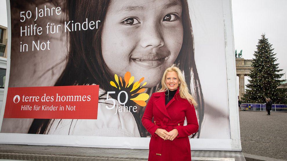 terre des hommes-Botschafterin Barbara Schöneberger. Foto: Christian Jungeblodt für tdh