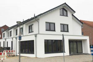 In diesem Gebäude in Hollage-Ost entsteht eine neue Filiale der Bäckerei Berelsmann sowie drei Wohneinheiten. Foto: Wallenhorster.de