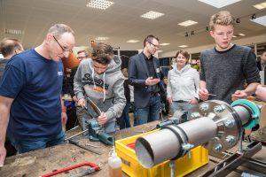 Purplan vermittelte an der Werkbank erste Kenntnisse im Metallbau. Foto: Thomas Remme