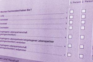 Ein Blick in den Fragenkatalog des Mikrozensus 2017. Foto: Wallenhorster.de