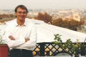 Andreas Englisch lebt seit 1987 in Rom als Vatikan-Korrespondent. Er stand in engem Kontakt zu Papst Johannes Paul II. und hat Benedikt XVI. auf vielen Reisen begleitet. Foto: privat/Random House