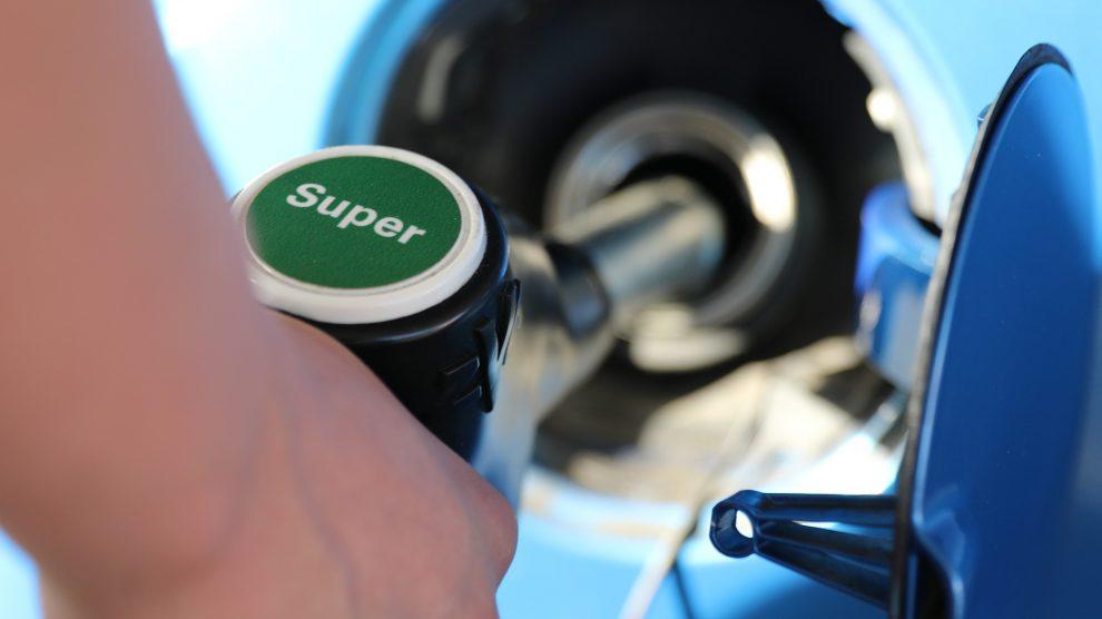 Eigentlich tankt man an der Tankstelle. Diebe zapften jedoch erneut Benzin in Wallenhorst ab. Symbolfoto: Pixabay / beejees
