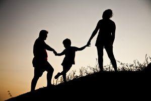 Eine Familie. Symbolfoto: Pixabay / tunaolger