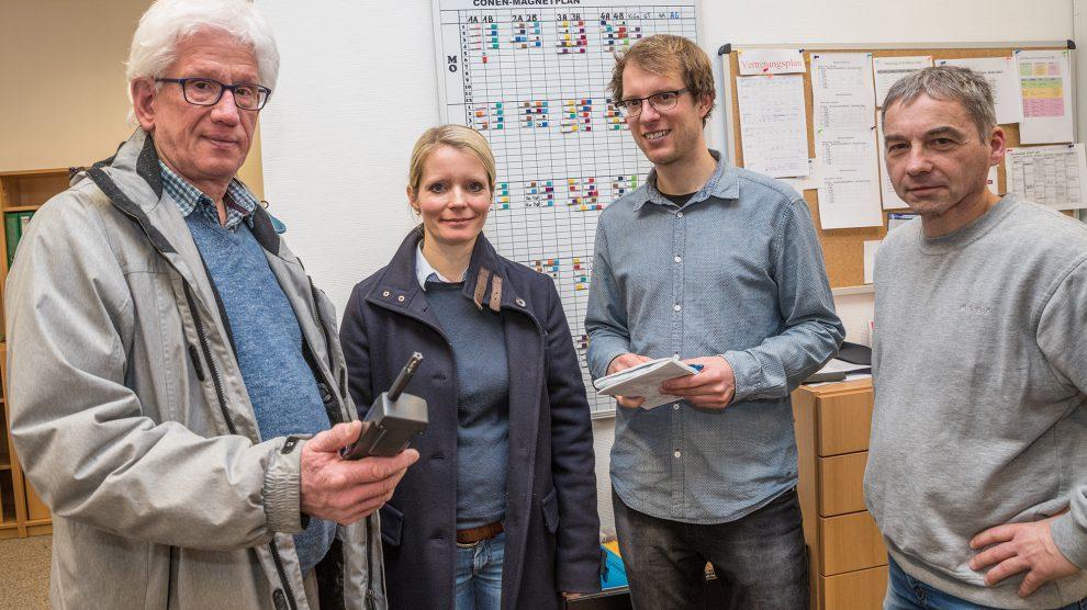 Untersuchten das Schulgebäude in Lechtingen: Hubert Grobecker, Sarah Gaubitz, Stefan Sprenger und Michael Fähmel. Foto: Thomas Remme