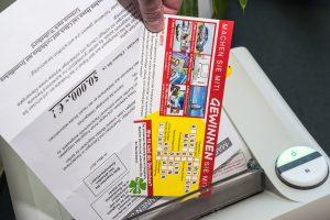 Der richtige Umgang mit dubiosen Werbebriefen: Schreddern oder in den Papierkorb werfen. Foto: Thomas Remme
