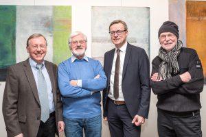 Gastgeber der Vernissage (von links): Galerist Joachim Riedel, Künstler Erich Begalke, Bürgermeister Otto Steinkamp und Künstler Siegfried Hentke. Foto: Thomas Remme