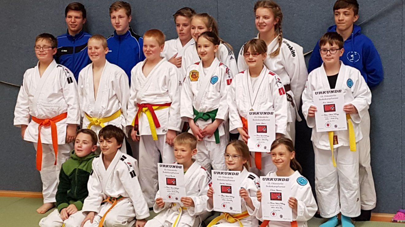 Die Hollager Teilnehmer des Bodenkampfturniers in Melle. Fotos: Blau-Weiss Hollage