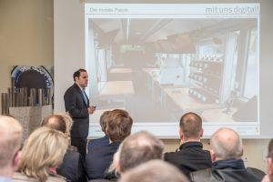 Digitale Zukunft im historischen Gebäude: Alexander Georgiadis vom Mittelstand-4.0-Kompetenzzentrum referiert im Ruller Haus. Foto: Thomas Remme