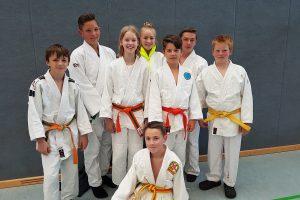 Die erfolgreich u15 Teilnehmer: (von links) Niklas, Justin, Luca, Jule, Marwin, Fabian, Patrick; vone: Adrian. Foto: Blau-Weiss Hollage