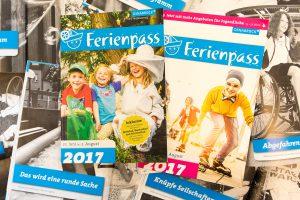 Volles Programm: auf den gut 150 Seiten des Programmheftes finden sich vielfältige Angebote zur Feriengestaltung. Foto: André Thöle