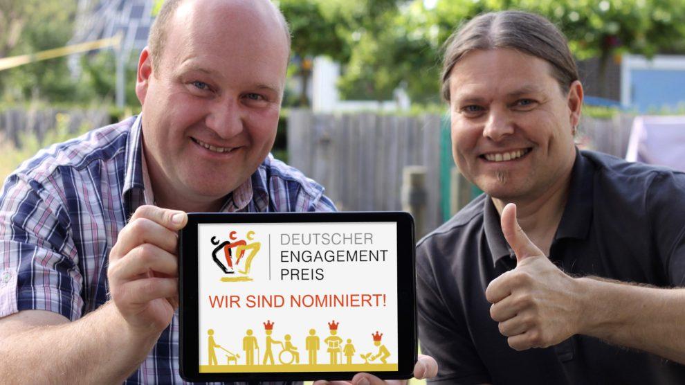 Dirk Havermeyer (1. Vorsitzender) und Volker Holtmeyer (2. Vorsitzender) freuen sich über die Nominierung zum Deutschen Engagementpreis 2017. Foto:Bürger-Radweg Hollage-Halen e.V.