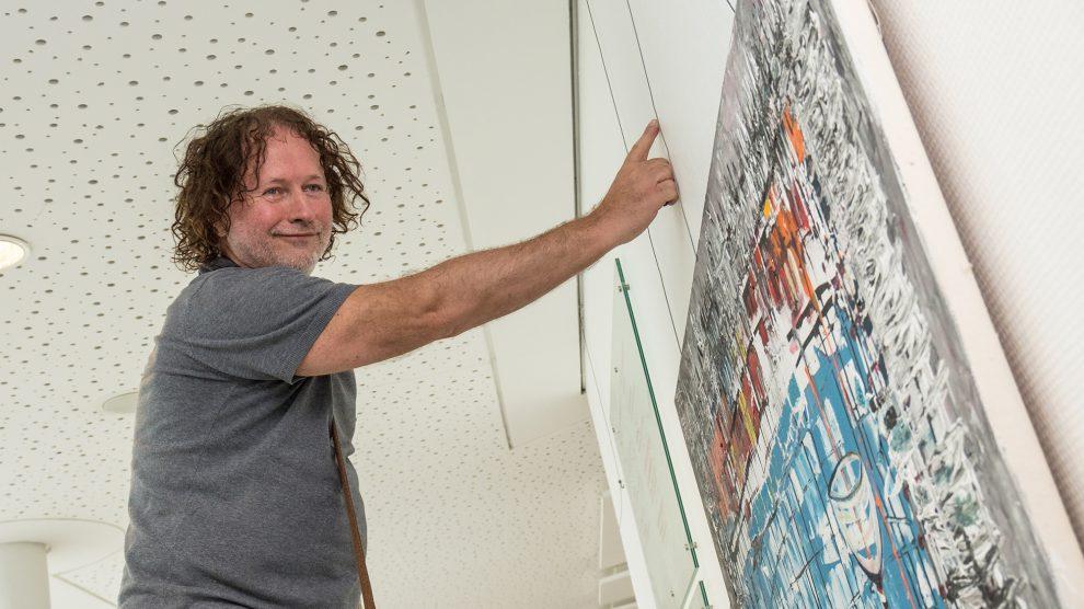 Nach erfolgreichen Ausstellungen in den Kunstmetropolen der Welt zeigt Witold Podgórski seine Bilder im Rathaus der Gemeinde Wallenhorst. Foto:Thomas Remme