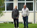 Markus Steinkamp (links) und Manfred Hörnschemeyer auf der Erweiterungsfläche Klosterhügel. Foto: FDP Wallenhorst