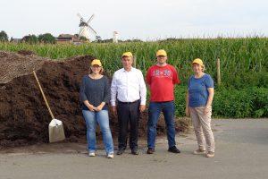 Kathrin Hune, Clemens Lammerskitten, Stefan Bierstedt und Rita Plois auf dem Grünabfallplatz in Lechtingen. Foto: CDU Lechtingen