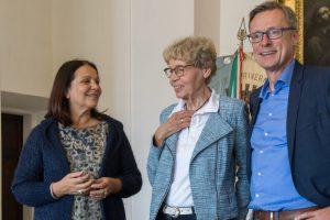 Herzlicher Empfang in Priverno: Bürgermeisterin Anna Maria Bilancia (links) und Bürgermeister Otto Steinkamp mit Dolmetscherin Elke Kluth. Foto: André Thöle
