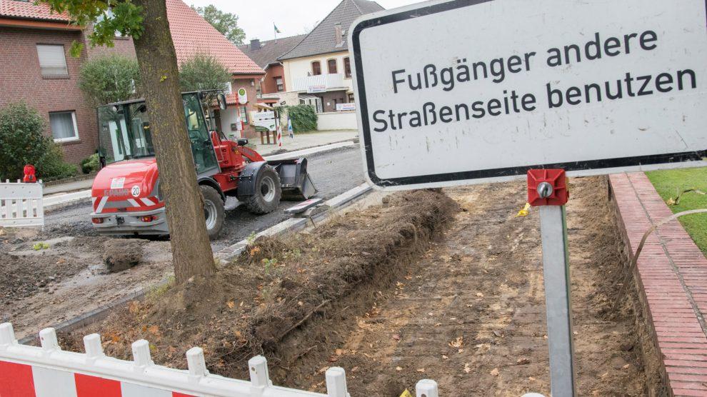 Die Geschäfte und Praxen an der Großen Straße sind trotz der Baustelle erreichbar. Foto: André Thöle