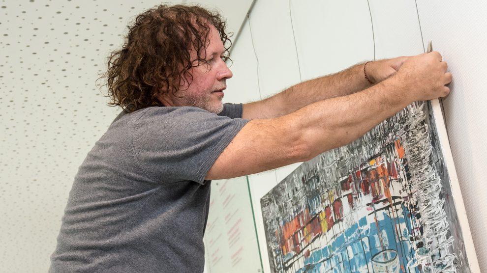 Nach erfolgreichen Ausstellungen in den Kunstmetropolen der Welt zeigt Witold Podgórski seine Bilder bis Ende Januar im Rathaus der Gemeinde Wallenhorst. Foto: Thomas Remme