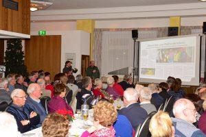 Volker Holtmeyer und Dirk Havermeyer stellen das Projekt Bürger-Radweg Hollage–Halen sowie den gleichnamigen Verein vor. Foto: Kurt Flegel