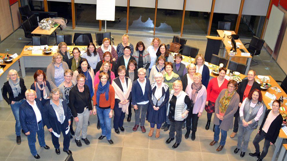 Gleichstellungsbeauftragte und Ratsfrauen der Nordkreiskommunen im Bramscher Rathaus. Foto: Dorit Barz / Stadt Bramsche
