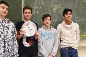 """Die vier tapferen Mathe-Krieger der Thomas Morus Schule aus Jahrgang 9 der """"Langen Nacht der Mathematik"""". Foto:Theo Lüpke-Naberhaus"""