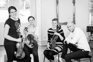 """Erneut im Ruller Haus zu Gast: Veronika Bejnarowicz (Violine), Laura Kania (Violine), Rica Schultes (Viola) und Gereon Theis (Violoncello) sind das """"Vigato Quartett"""". Foto: Winfried Hieronymus"""