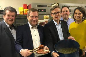 von links: Alfons Schwegmann (stellv. Bürgermeister), Guido Pott (MdL), Otto Steinkamp (Bürgermeister), Hendrik Remme (stellv. OV-Vorsitzender), Anika Reinink (OV-Vorsitzende). Foto: SPD Wallenhorst