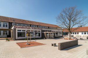 Die Anmeldungen für das Schuljahr 2019/2020 nehmen die Wallenhorster Grundschulen – hier die St.-Bernhard-Schule – am 18. und 19. April entgegen. Foto: Thomas Remme