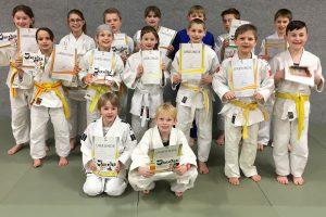 Die Teilnehmer der Ersatzprüfung (es fehlt Laura Schlegel). Foto: Blau-Weiss Hollage