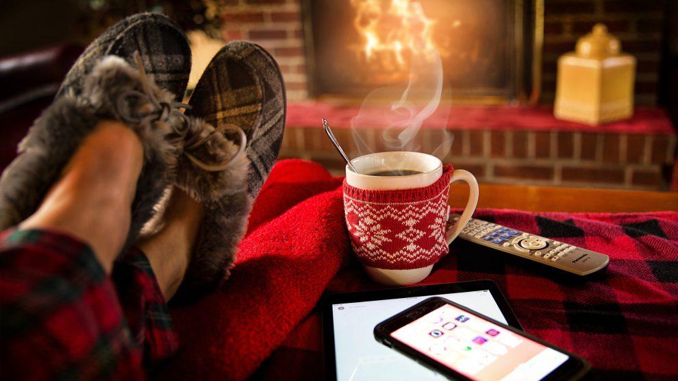 Ein Kamin ist gemütlich. Besitzer müssen aber seit dem 1. Januar 2018 strengere Auflagen für den Betrieb ihrer Feuerstätte beachten. Foto: Pixabay /jill111