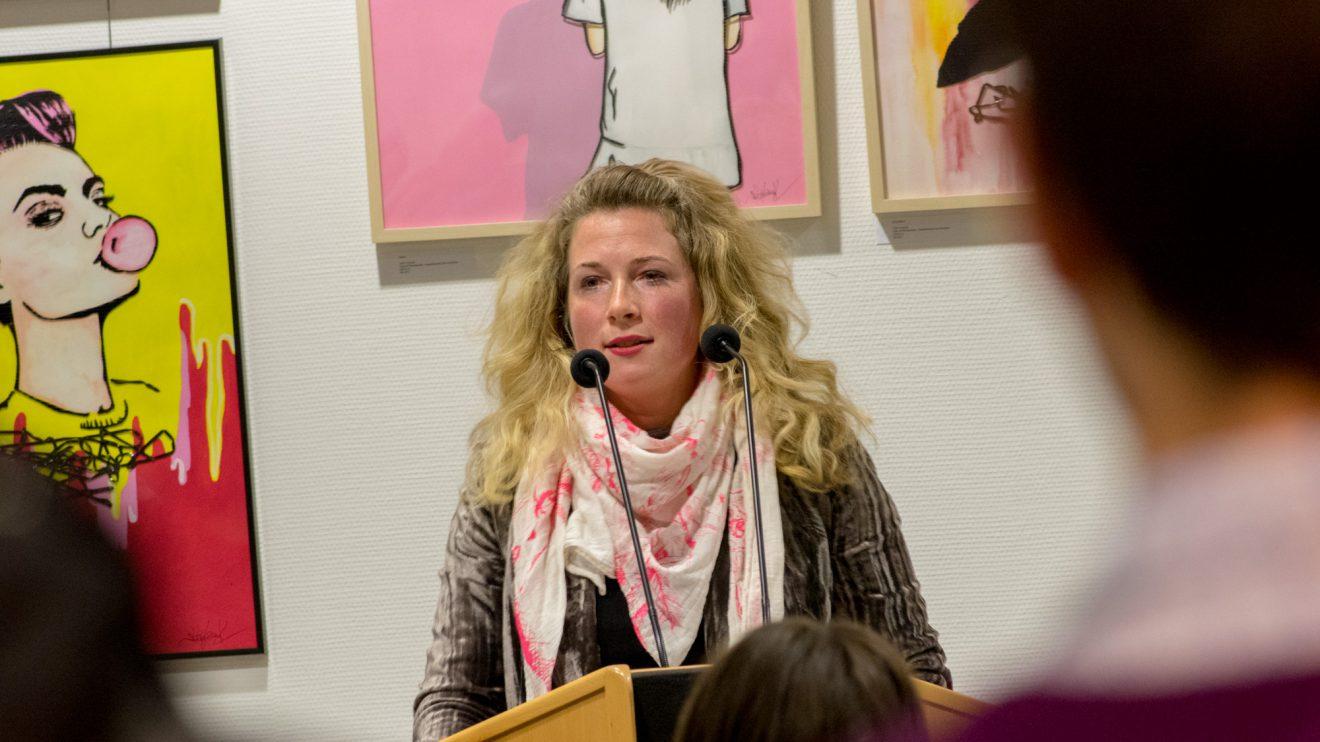Dr. Melanie Kubandt führt in die Ausstellung ein. Foto:André Thöle