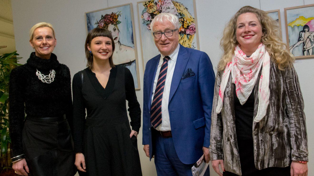 """Margret Terglane (Gemeinde Wallenhorst), Katrin Lazaruk, Alfred Lindner und Dr. Melanie Kubandt (von links) freuen sich auf die Ausstellung """"Von Zeit zu Zeit zu zweit"""". Foto:André Thöle"""