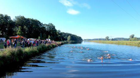 56 Aktive nahmen bei der Premiere des Kanal-Triathlons 2017 teil. Foto: Volker Holtmeyer