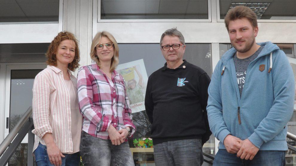 Gemeinsam überlegten Kerstin Hawighorst, Sabrina Pagel, Hans-Jürgen Klumpe und Patrick Huesmann (v.l.), was der Kindergarten St. Raphael gebrauchen kann. Foto: konsequent PR