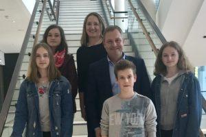 Hannah-Sophie, Justine, Landtagspräsidentin Gabriele Andretta, Guido Pott (MdL), Neal und Merle. Foto: Verena Stockhoff