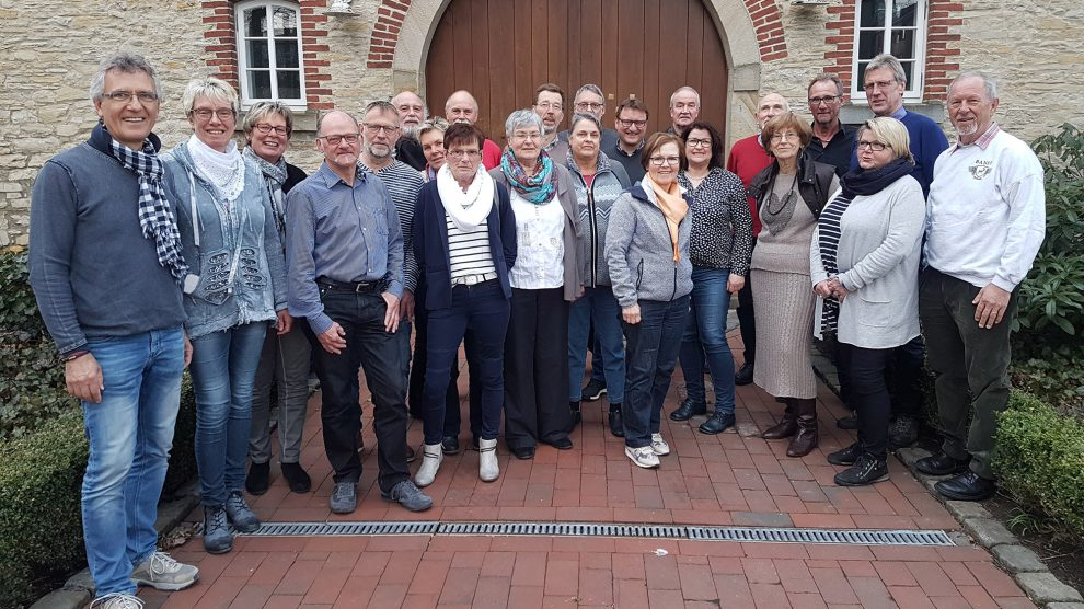 Das Team von Hand in Hand beim Erfahrungsaustausch an der Hofstelle Duling. Foto:Berthold Stolte