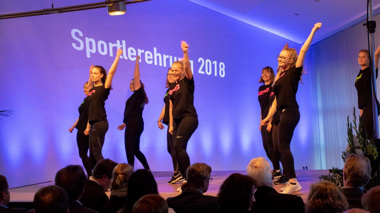 Die Tanzgruppen der Sportfreunde Lechtingen präsentieren eigens für die Sportlerehrung einstudierte Choreographien. Foto: André Thöle