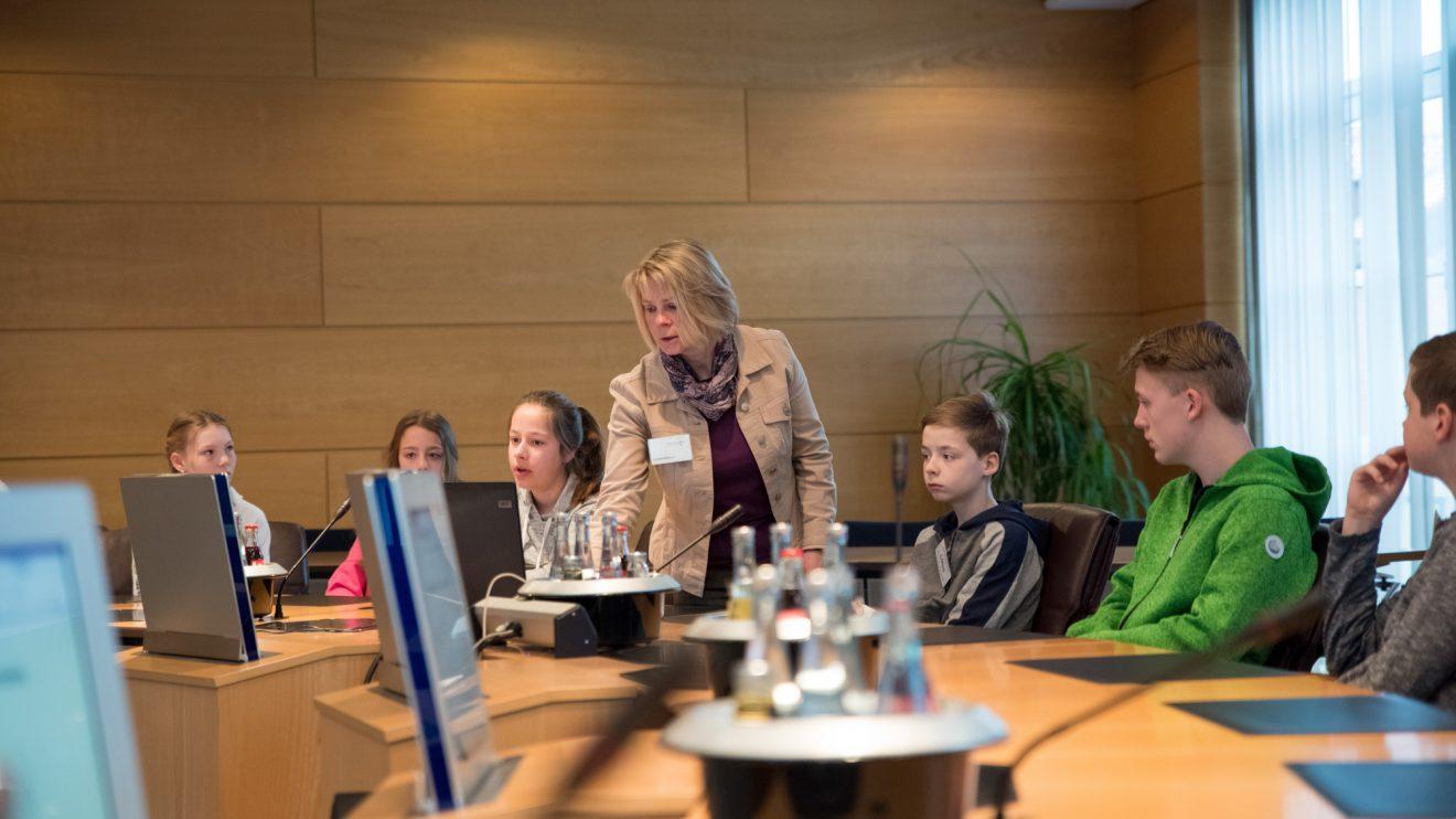 Andrea Wellmann erläutert den Ablauf einer Ratssitzung. Foto: Gemeinde Wallenhorst / Thomas Remme
